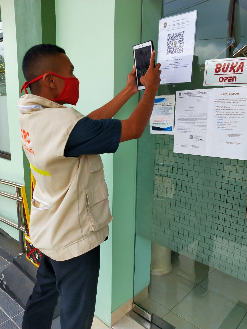 Pengunjung Kelurahan Demangan Kini Wajib Scan QR Code